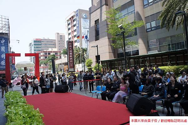 2015 4 13 新光三越羊年燈展 台南.拾光 剪綵開展  (2)