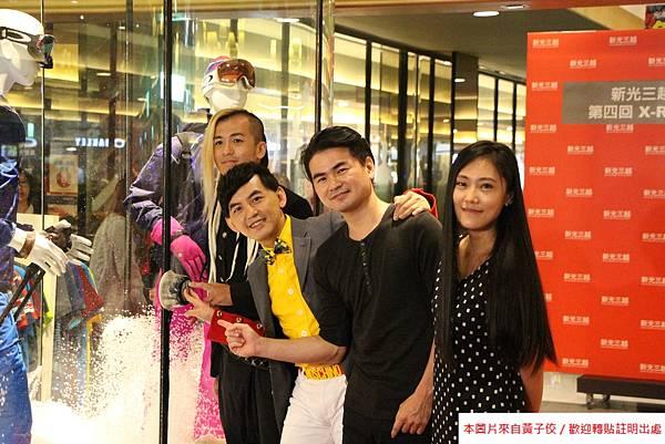 策展團隊 (左一)藝術家 蕭閔釗ANO  (左二)策展人黃子佼 (右二)藝術家 呂志文Aer Lu  (右一)造型師 黃貝貝