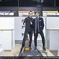 [圖四]Dyson資深工程師Kyle Toole與藝人黃子佼KP吸塵器清潔大作戰 (1024x683) (2)