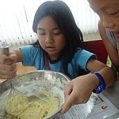 0712-廚師-攪麵粉
