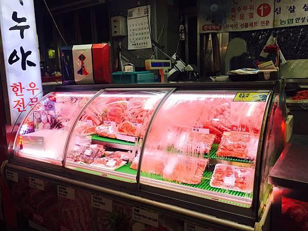 【食記】韓國首爾馬場洞畜產品市場,CP爆高烤韓牛餐廳[韓牛通]食記,油花吱吱作響香氣超銷魂(文末附地址)