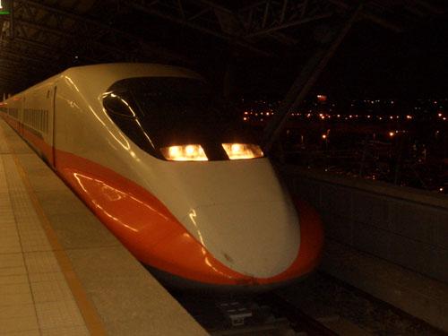 台灣高鐵車頭(傳說中的斑斑血跡)