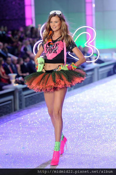 Behati+Prinsloo+2011+Victoria+Secret+Fashion
