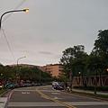 20130106傍晚5點半瞬間亮起的路燈