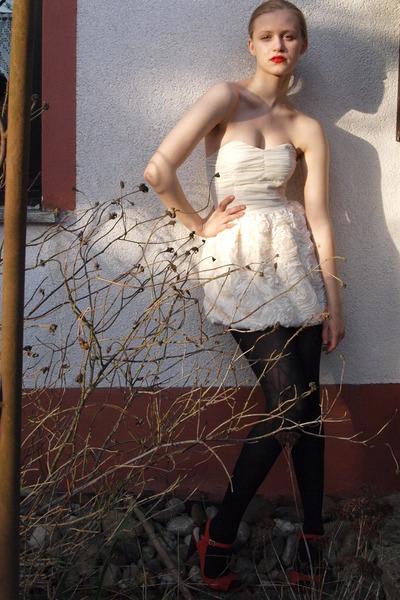 silver-h-m-garden-collection-dress-red-zara-shoes-red-manhattan-lipstick-acc_400.jpg