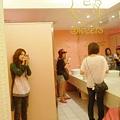 廁所好多人