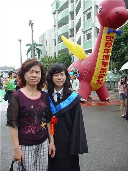 小妍跟阿姨!感情好的母女