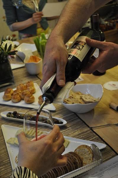 serving-wine2.jpg