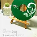"""只有錄製一聲""""教師節快樂""""的CD,是要放上CD player的驚喜"""