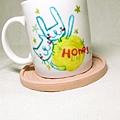 正面是開心的Honey兔+貓,生日快樂