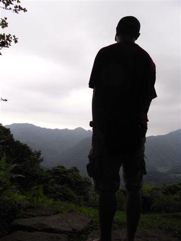 帥氣的背影,望著那山