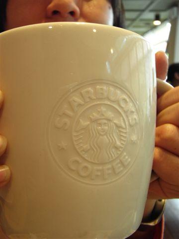 浮凸的標誌真好看耶!這杯子真的超級大~