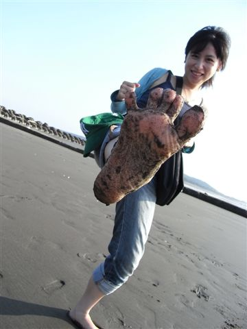 來紅毛港的海邊踩海
