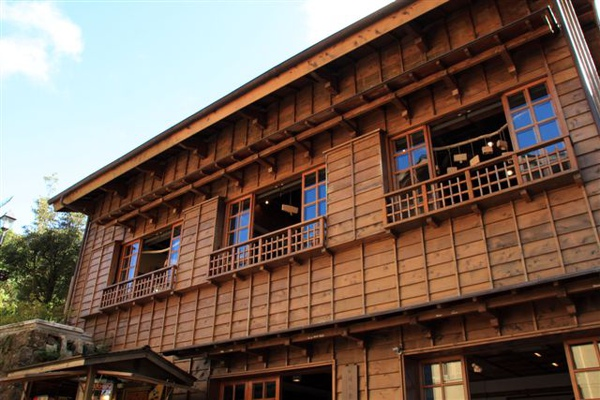 都是木頭建築