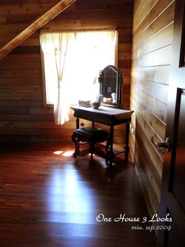 我們的房間,小小的卻很精緻。木頭味很香!