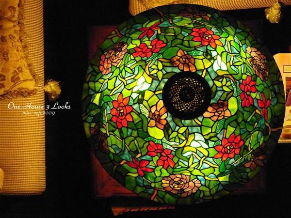 老闆說買燈就要買這個,不僅美麗又具有收藏價值。(很貴耶~)