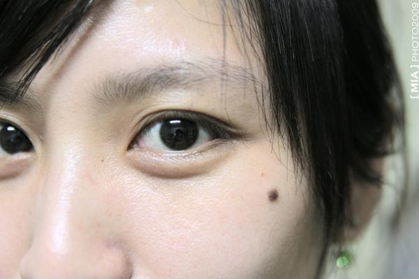 眼睛裡面可以看到我的鏡頭,臉上毛細孔一顆顆,好清楚喔!