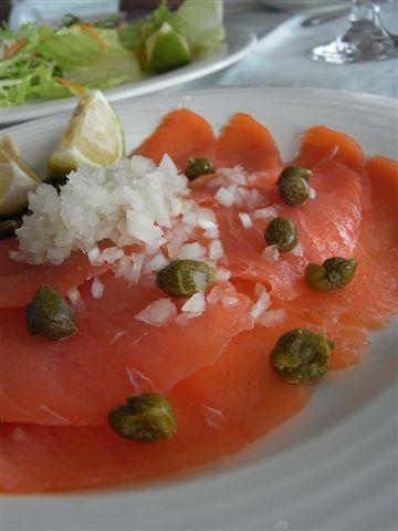 喔買尬!是燻鮭魚,可以一直吃ㄧ直吃,吃不用怕的燻鮭魚!!