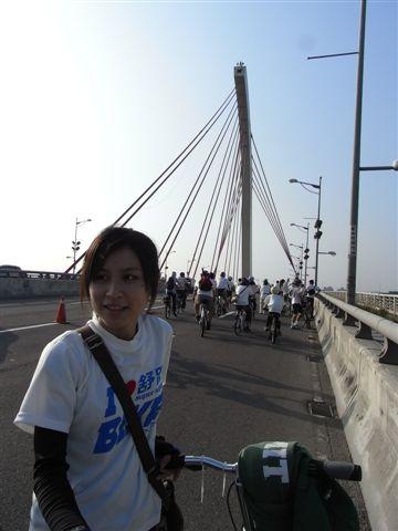 台北我真的不熟,這應該是個知名的陸橋...