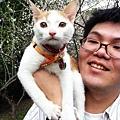 青蛙把他的貓-吉子帶出來溜搭!