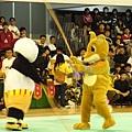 衝去看梅竹賽的閉幕!瞧我們熊貓與狐狸在大戰!!