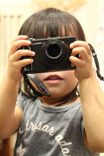 小朋友都喜歡玩相機!