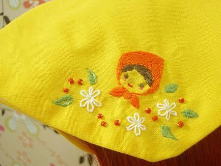 頭巾刺繡近拍