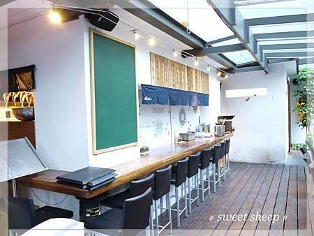 青田七六室外用餐吧台區