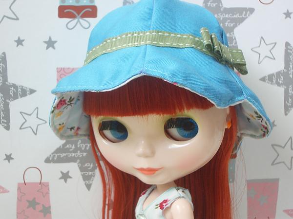 花瓣帽藍色面1