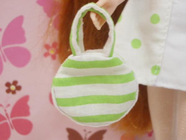 小布點拼接洋裝綠色款小扁包1