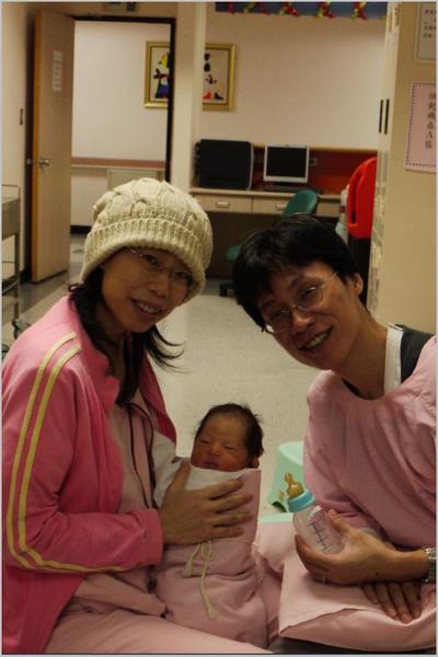 爸爸媽媽與小敏.JPG
