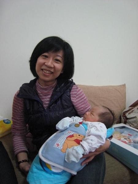 阿姨也要抱我.JPG
