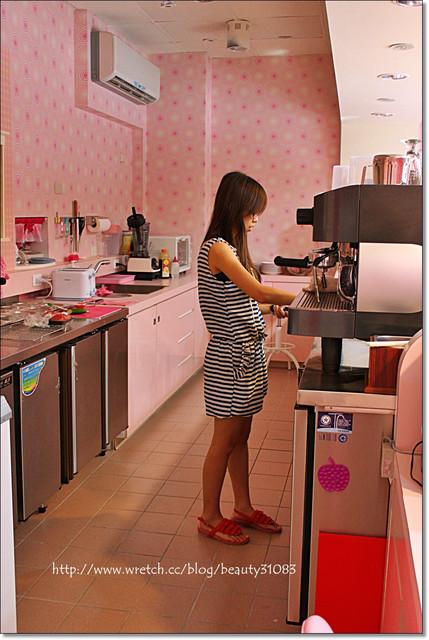『中壢美食』粉紅浪漫公主風–HONEY  DOLL披薩鬆餅