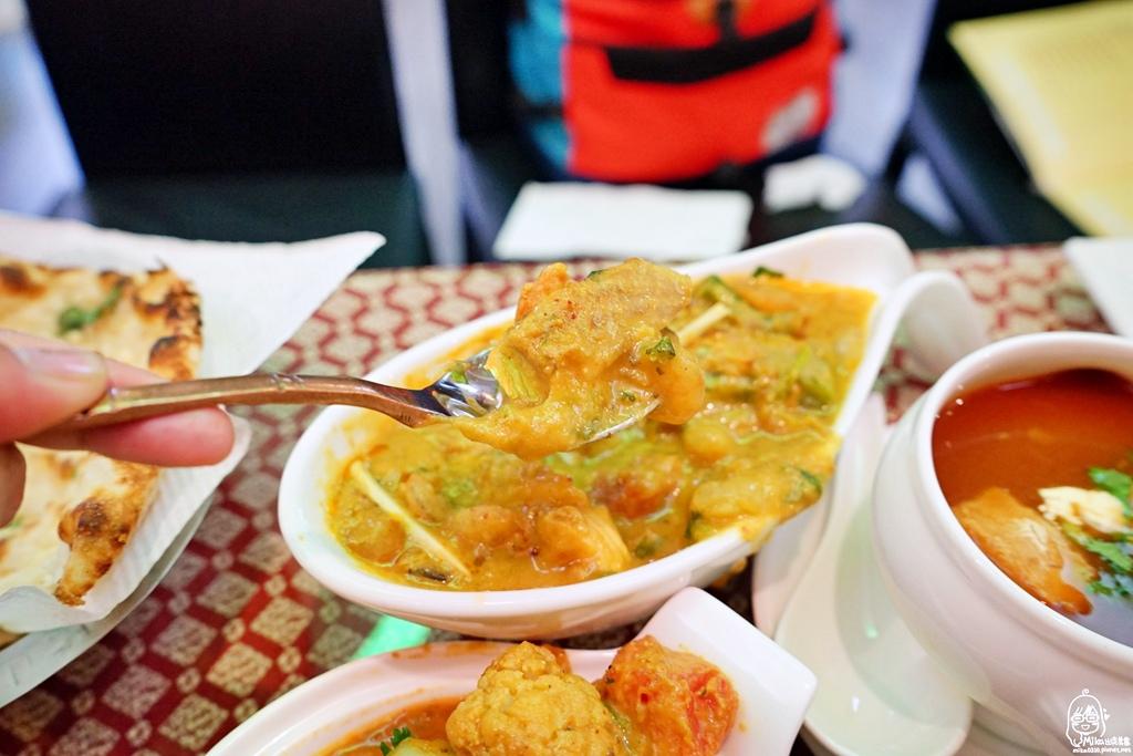 1489072049 2831160140 - 『熱血採訪』 Sree India Palace斯里馬哈印度餐廳-印度咖哩好厲害,顏色繽紛多彩又好吃!公益路旁巷弄間隱藏版的印度料理,正港印度人開的店,異國風味顛覆你的味覺習慣。