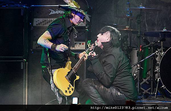 620-Depp-Manson-041212-jpg_195235
