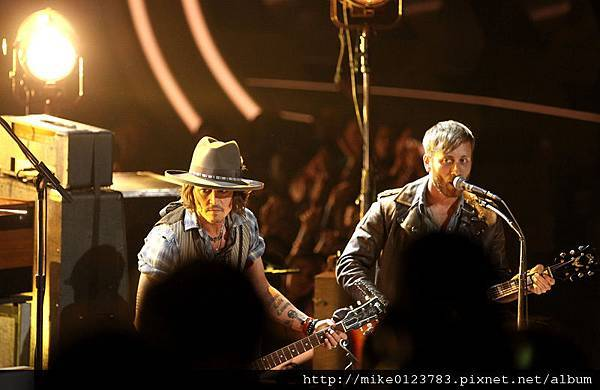 Best-Johnny-Depp-performing-with-The-Black-Keys