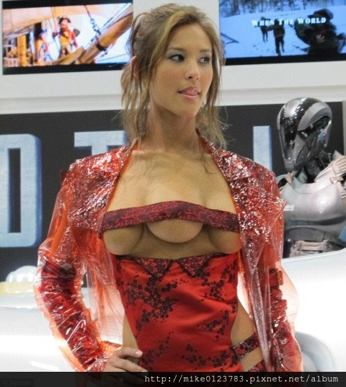 290318-kaitlyn-leeb-at-comic-con-2012-promoting-total-recall