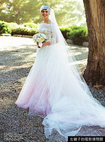 anne_hathaway_wedding_dress_01
