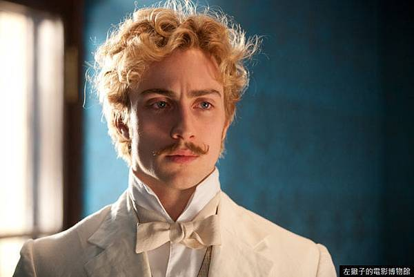 aaron-taylor-johnson-in-anna-karenina-15