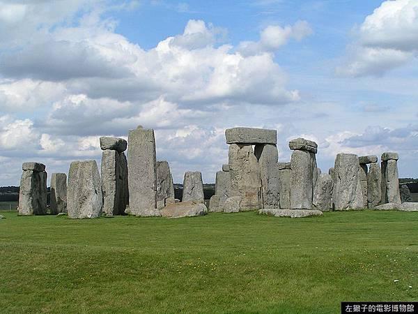 800px-Stonehenge_Total