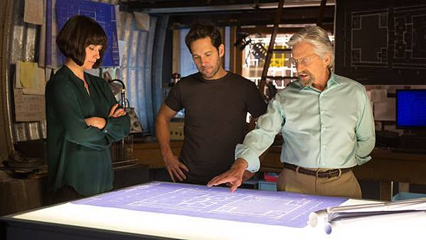 Ant-Man-Evangeline-Lilly-Paul-Rudd-Michael-Douglas