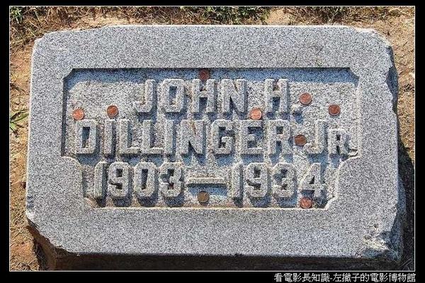 nEO_IMG_800px-John_Dillinger_grave.jpg