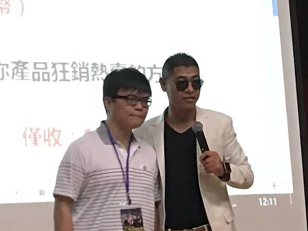 姜廣利與無懈可擊創辦人張滿強老師親密合影.JPG