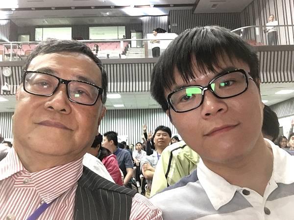 姜廣利與八百壯士基金會主席上官百成親密合影.JPG