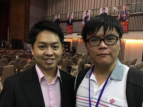 姜廣利與台灣的達宇國際Terry傅靖晏老師親密合影.JPG