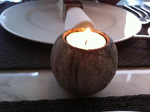 CI-桌子中間的蠟燭