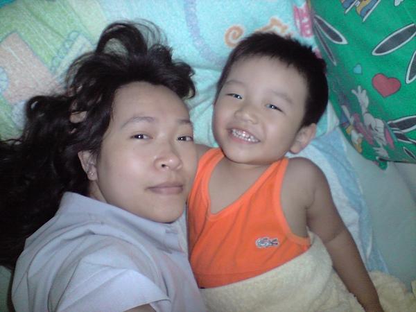 最愛抱著老媽一起睡