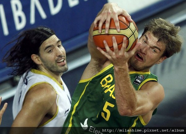 FIBA2010-0907- 阿巴之戰-LuisScola-TiagoSplitter.jpg