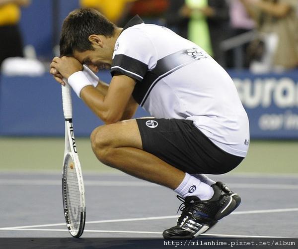 2010美網-男子決賽-Nole-低頭微笑.jpg