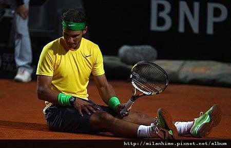 2011Roma-0515-Final-Nole-Nadal-滑倒.jpg